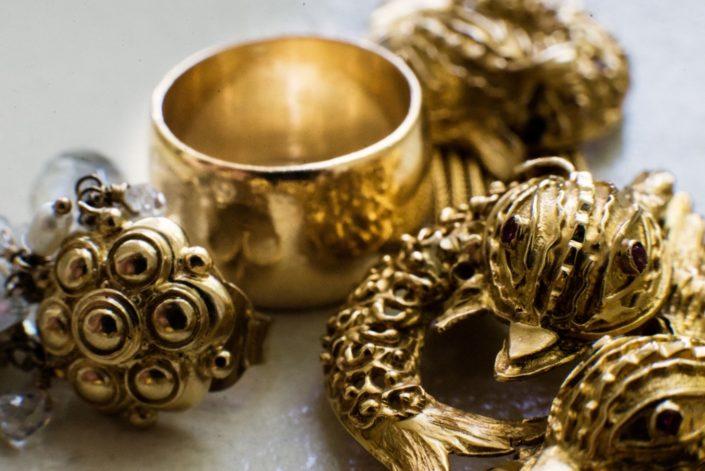 gold vintage jewelery